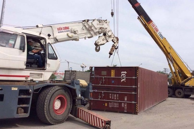 thung container vang xuong duong anh 1