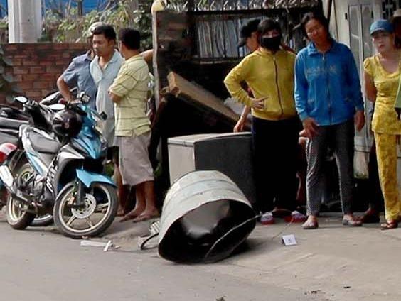 Thung phuy phat no, nguoi dan ong vang 10 m hinh anh