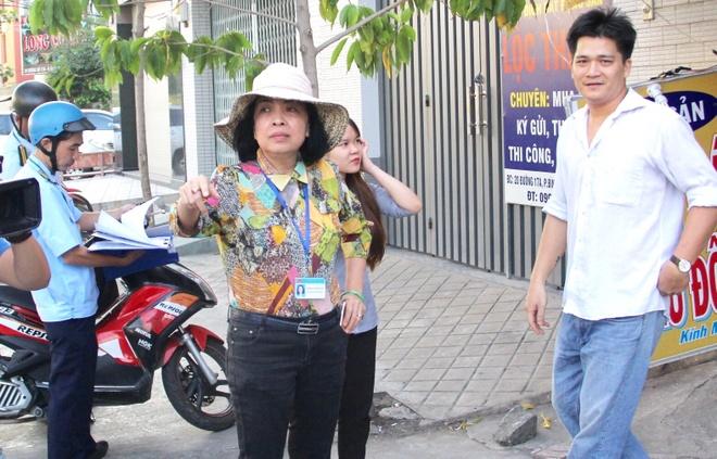 Nu chu tich phuong dong phat ho nguoi ban hang rong chiem via he hinh anh 1
