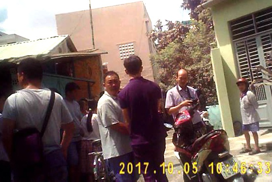 Tai xe GrabBike bi cuop dam trong thuong o Sai Gon hinh anh 1