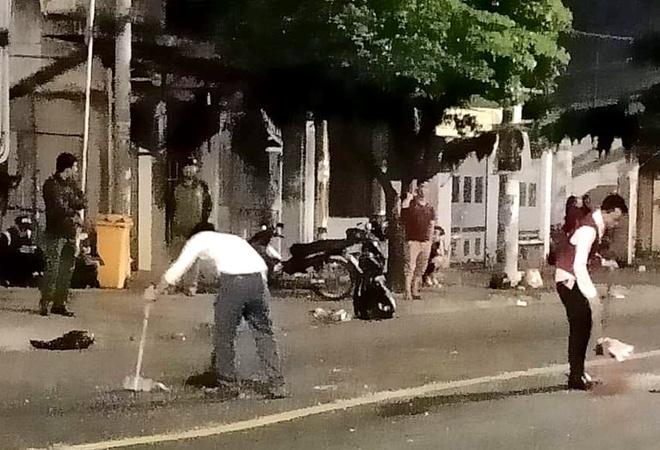 Hon chien truoc quan bar o Sai Gon, ca khu pho nao loan hinh anh