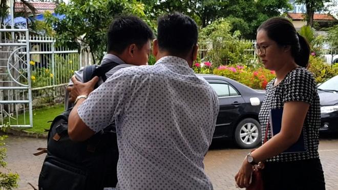 Phóng viên bị xô đẩy tại nơi Chủ tịch TP.HCM tiếp xúc dân