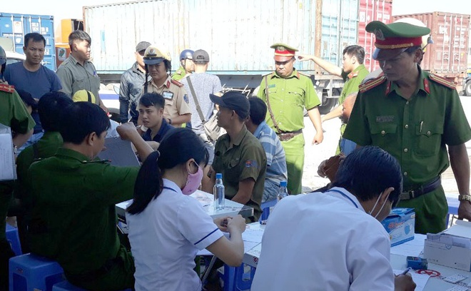 Hang loat lai xe container duong tinh ma tuy sau Tet hinh anh 1