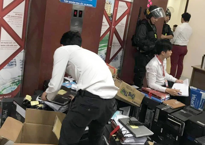 Nguyen Thai Luyen chung kien canh sat kham xet Alibaba den giua khuya hinh anh 2