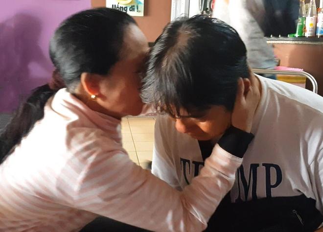 Nguoi dan khoc, dong vien hiep si Nguyen Thanh Hai tiep tuc bat cuop hinh anh