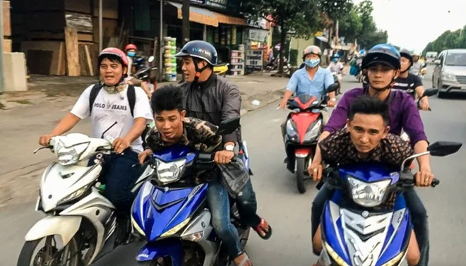 Hiep si Nguyen Thanh Hai duoc tang xe Exciter moi hinh anh 1