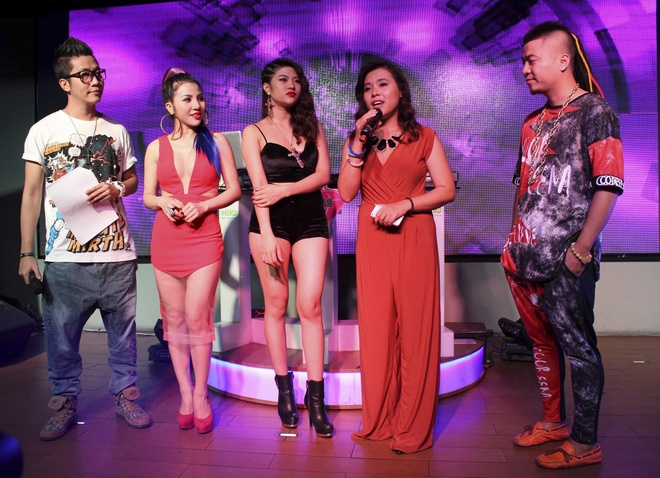 Wang Tran cung co gai trieu view to chuc cuoc thi Miss DJ hinh anh 2