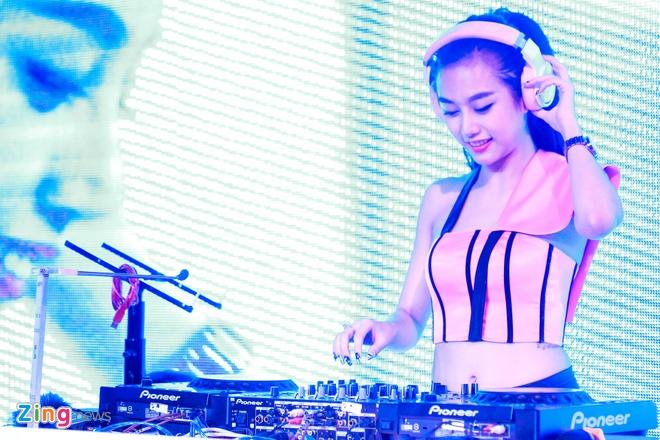 Mot ngay cua DJ Sai thanh xinh dep Yuu Quynh Nhi hinh anh 14