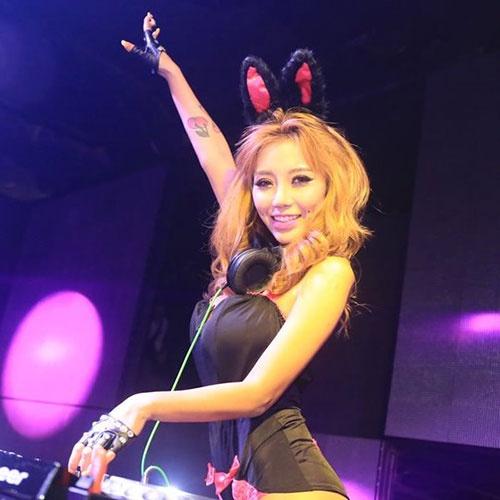 Nhung nu DJ nuoc ngoai tung den Viet Nam bieu dien hinh anh 3