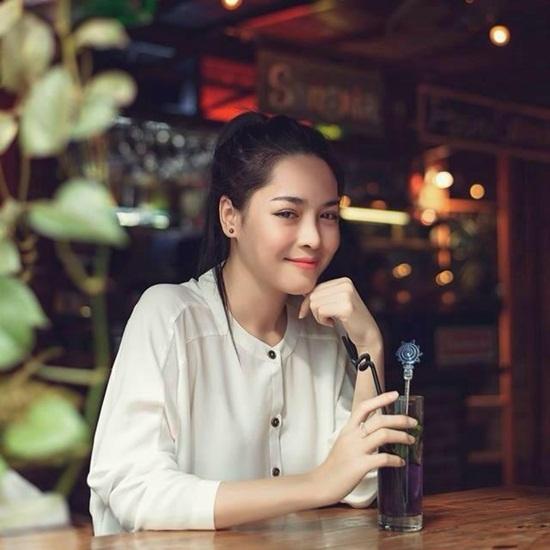 Gia canh kho khan cua hot girl tham my Viet hinh anh 3