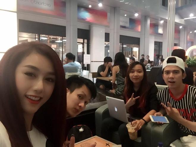 DJ Quynh Nhi xep hang 25 tieng mua iPhone 6S hinh anh 2