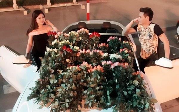 9X duoc ban trai lai Audi tang 999 doa hoa hong ngay 20/10 hinh anh