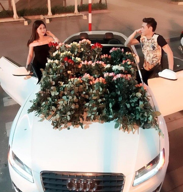 9X duoc ban trai lai Audi tang 999 doa hoa hong ngay 20/10 hinh