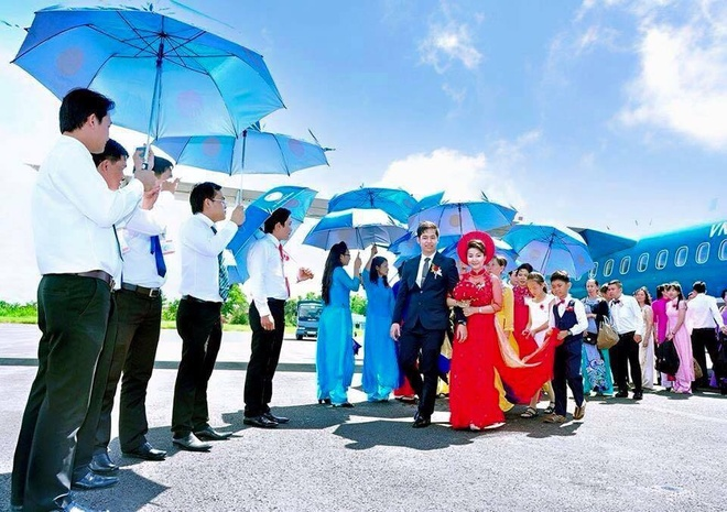 Cap doi ruoc dau bang may bay: 'Chung toi khong khoe me' hinh anh 1