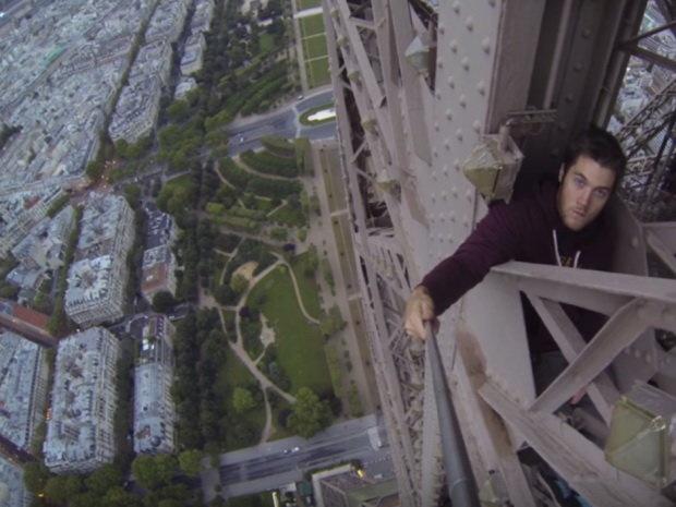 Video chang trai tay khong leo thap Eiffel hinh anh 1