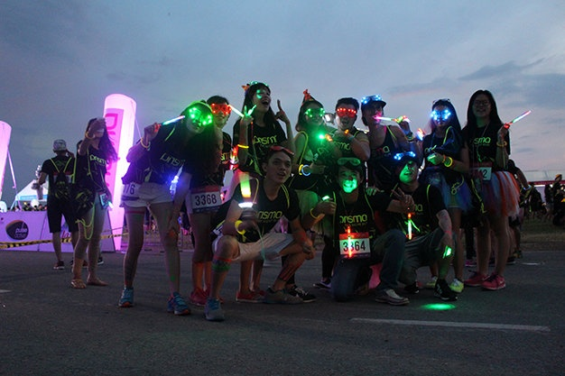 6.000 ban tre chay bo dem Prisma the night run 2015 hinh anh