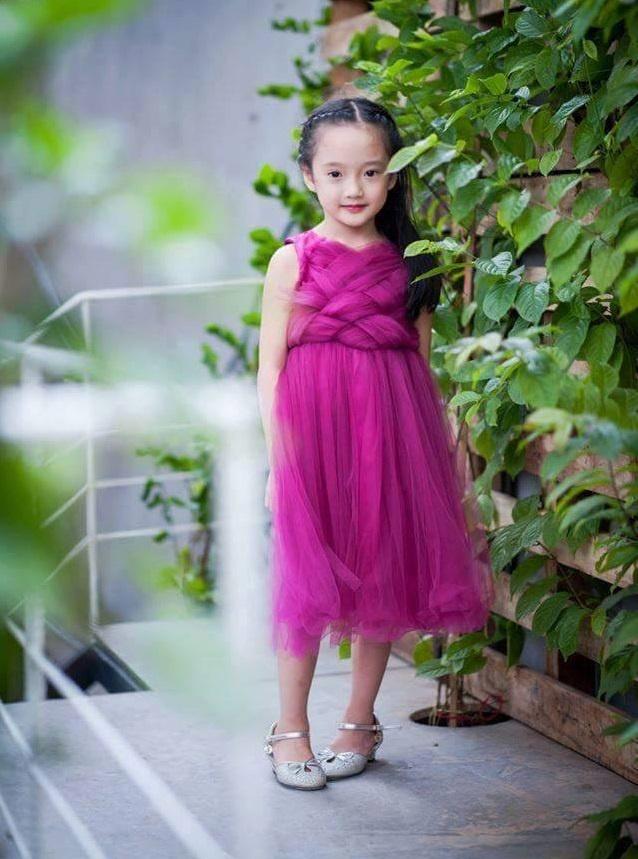 Co be 6 tuoi Ha Noi noi tieng vi giong Chau Tan hinh anh 3