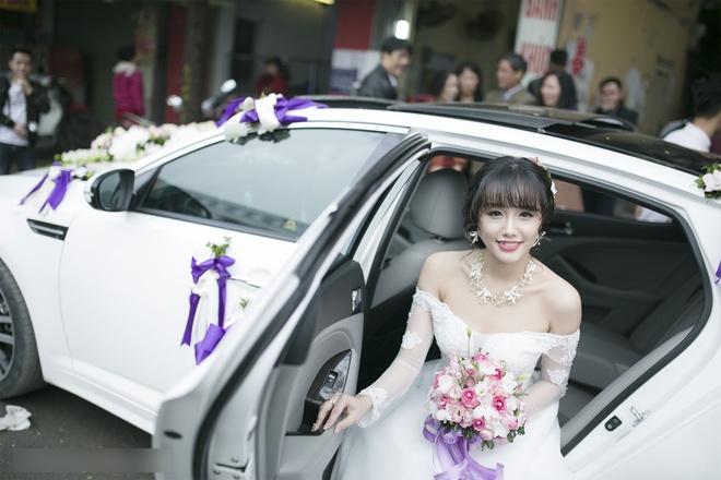 Dam cuoi gian di cua hot girl Ngan Bung tai Ha Noi hinh anh 5