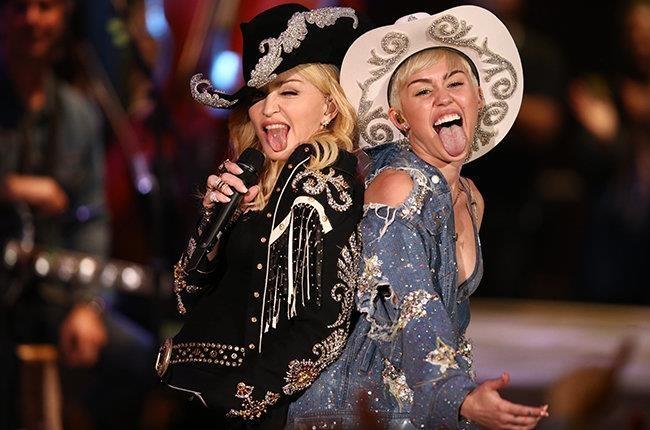Madonna dong vien Miley Cyrus sau khi ly hon Liam Hemsworth hinh anh 1