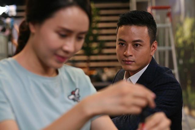 Khue - Bao 'Hoa hong tren nguc trai' tung yeu nhau nhu the nao? hinh anh