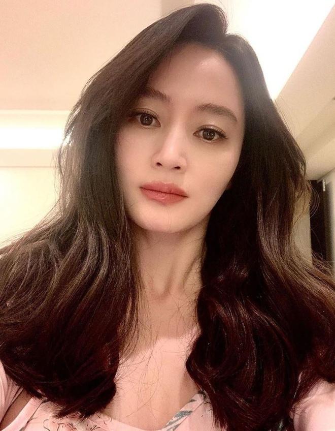 Kim Hye Soo khac la trong toc ngan anh 2