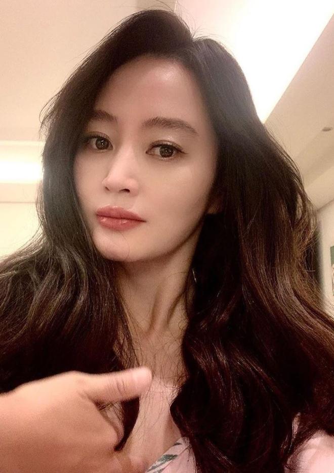 Kim Hye Soo khac la trong toc ngan anh 1