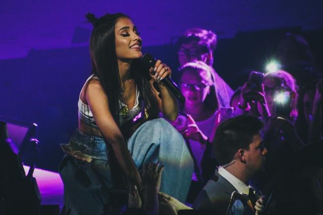 Ariana Grande huy show,  tour dien Ariana Grande,  sieu sao anh 2