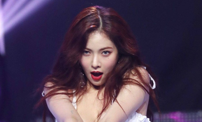 HyunA bi che vi qua goi cam tren san khau hinh anh