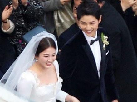 Le cuoi Song Hye Kyo - Song Joong Ki dan dau top xu huong the gioi hinh anh