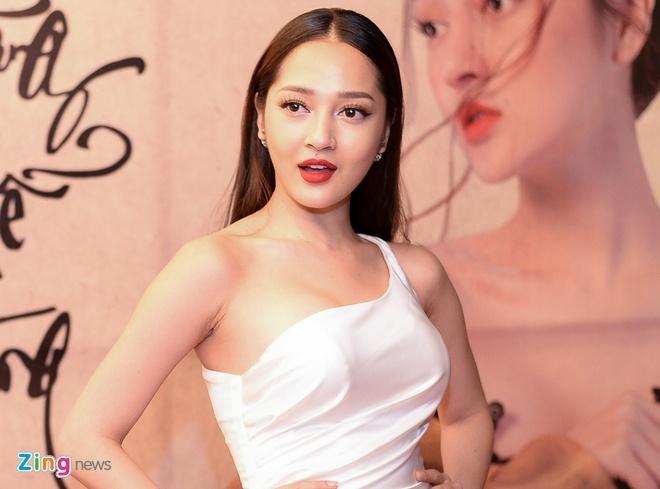 Bao Anh: 'Quay xong MV phai chay show het nam de tra no' hinh anh