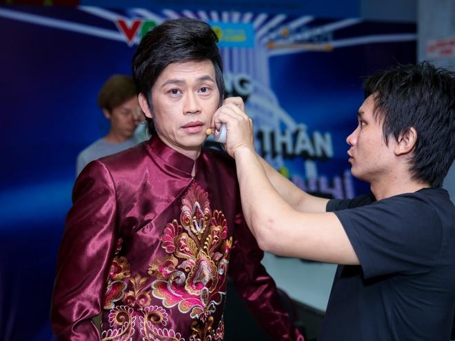 Hien Thuc bi dau bao tu trong hau truong 'Guong mat than quen nhi' hinh anh 3
