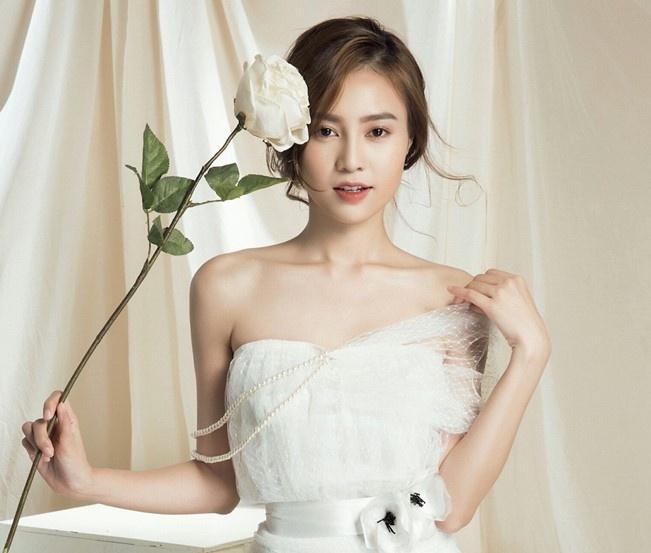 Angela Phuong Trinh va Ninh Duong Lan Ngoc anh 1