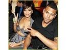Rihanna huy dien tai Grammy vi bi bao hanh? hinh anh