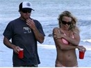 Pamela Anderson cap voi chang tho dien hinh anh
