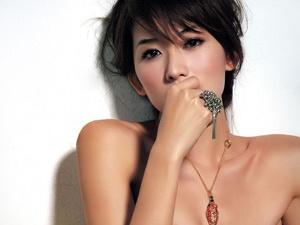 Lam Chi Linh khoi kien tap chi la cai hinh anh