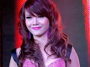 Yen Trang lam MC Hot Music hinh anh