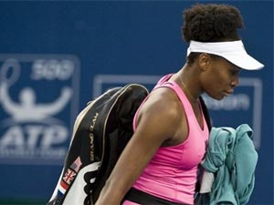 Venus Williams bi loai o Bac Kinh hinh anh