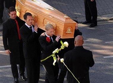 Ronan Keating roi le trong tang le Stephen Gately hinh anh
