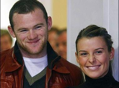 Rooney khoc khi con trai chao doi hinh anh