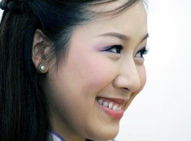 Ngo Phuong Lan lam MC chung ket Mrs World 2009 hinh anh
