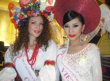 Lan Huong khoe ruou Viet tai Tham Quyen hinh anh