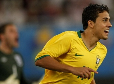 Nilmar giup Brazil thuan phuc Tam Su hinh anh