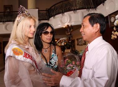 Mrs World 2009 chao tam biet Vung Tau hinh anh