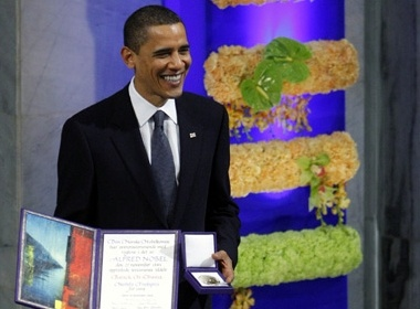 Obama chinh thuc nhan giai Nobel Hoa binh hinh anh