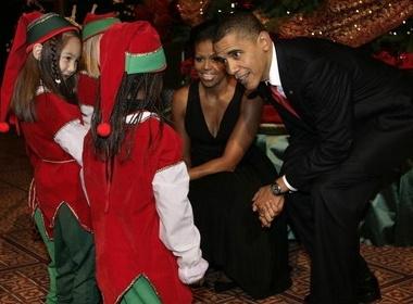 Obama vui Noel voi tre em hinh anh