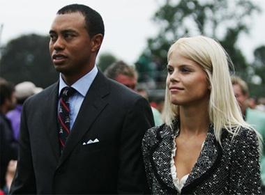 Tiger Woods bi vo quat gay rang hinh anh