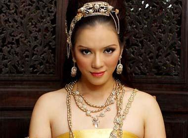 Ly Nha Ky hoa than thanh co gai Thai hinh anh