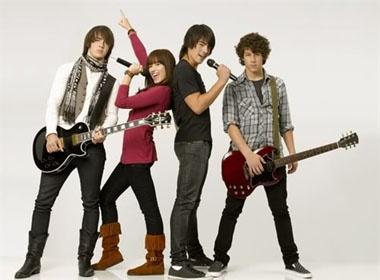 Kevin Jonas phan doi em trai yeu Demi Lovato hinh anh