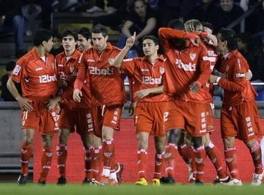 Thang dam Deportivo, Sevilla dat mot chan vao ban ket hinh anh