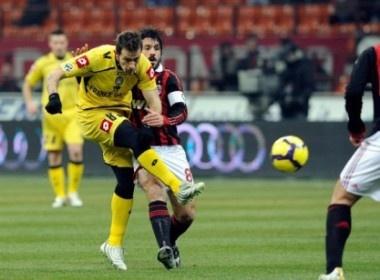 Milan dang ve vao ban ket cho Udinese hinh anh